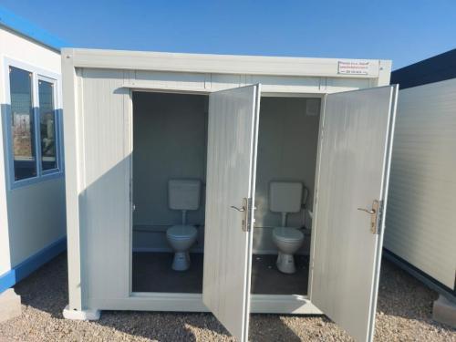 sanitarna-kabina-006